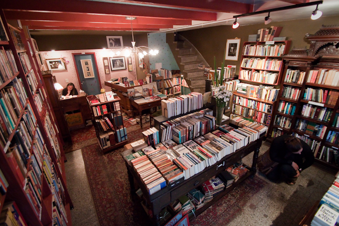 Walrus English Bookshop, San Telmo (2009).