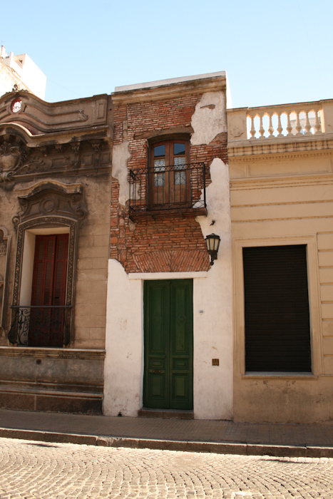 The narrowest house in Buenos Aires, San Telmo (2007).