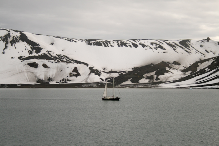 A sailing boat in Deception Island, which must be one of the largest (almost) completely enclosed natural harbors in the world (2007).