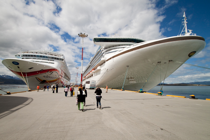 The Norwegian Sun and the Star Princess (2009).