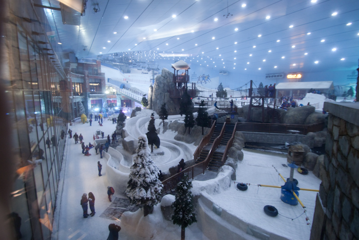 Exhibit 1: a large indoor ski slope. Attached to a shopping mall. In the desert. I didn't have any plans to go skiing or snowboarding, mainly because I've never learnt how to snowboard, and it's been 15 years since I last went skiing.