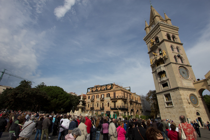 Messina: A huge croud for one of the most disappointing automaton display I've ever seen.