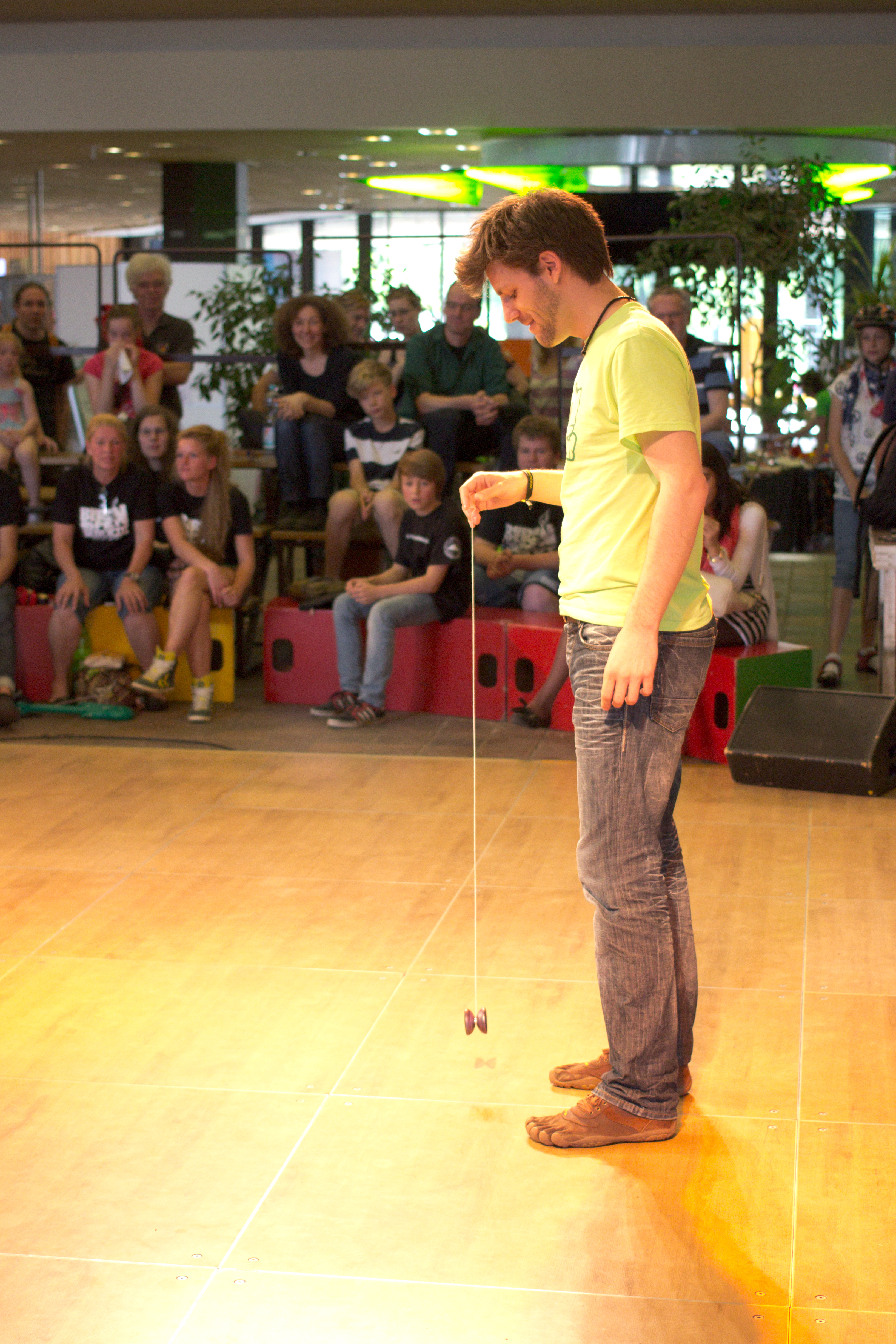 Berlin Juggling Convention 2013: Yo-yo competition.