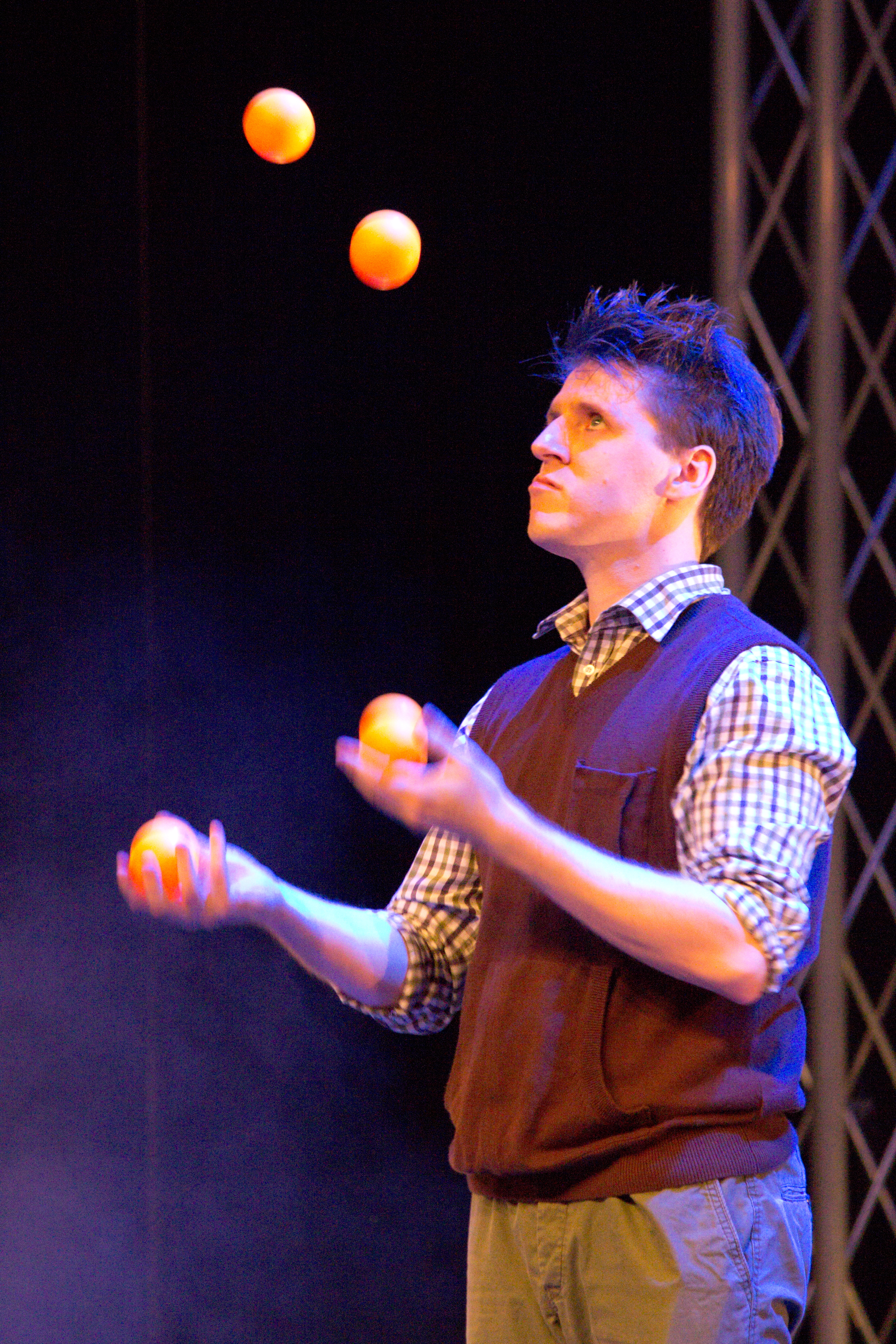 Berlin Juggling Convention 2013 Gala Show: Eugenius Nil.