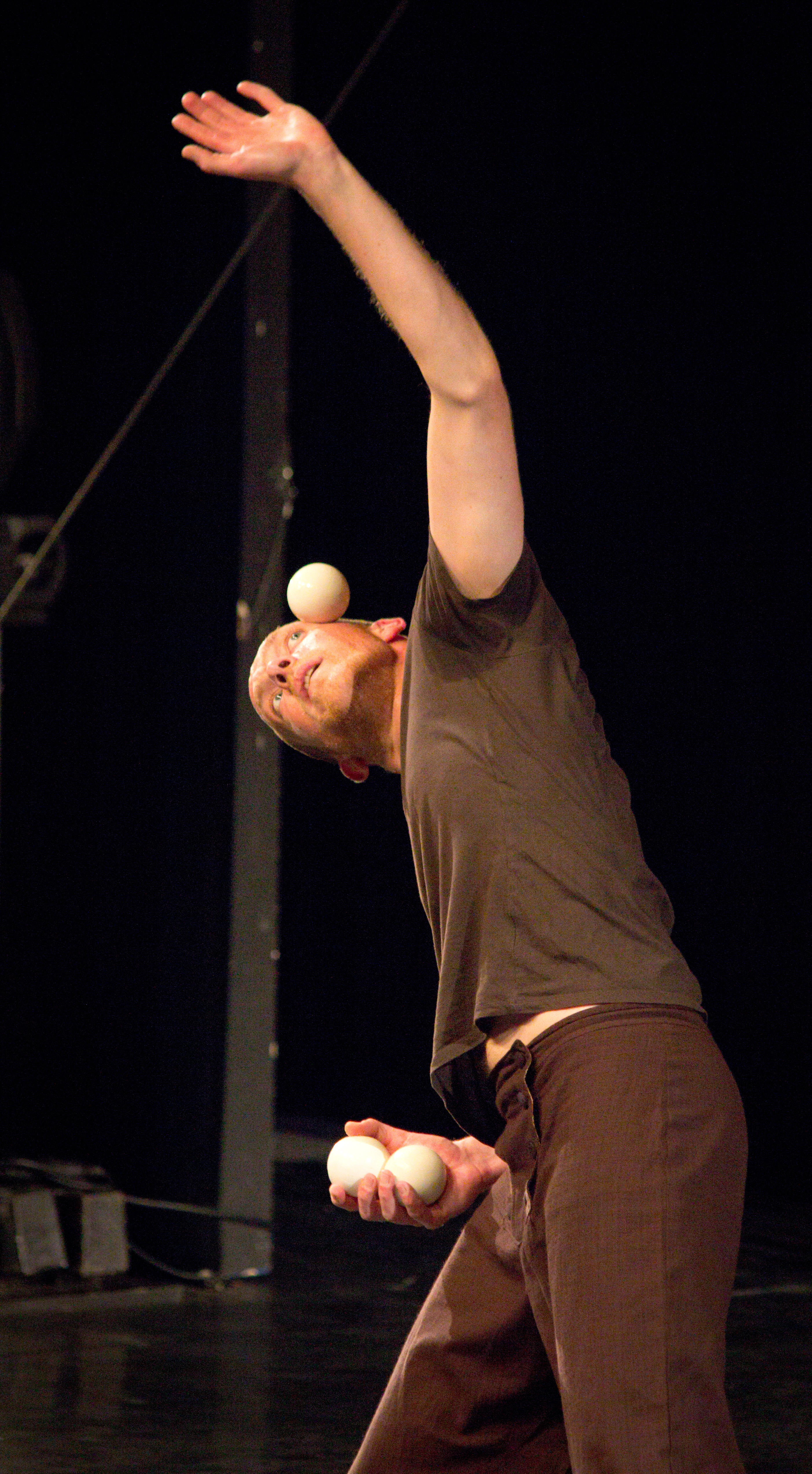 Berlin Juggling Convention 2013 Gala Show: Thomas Hoeltzel.