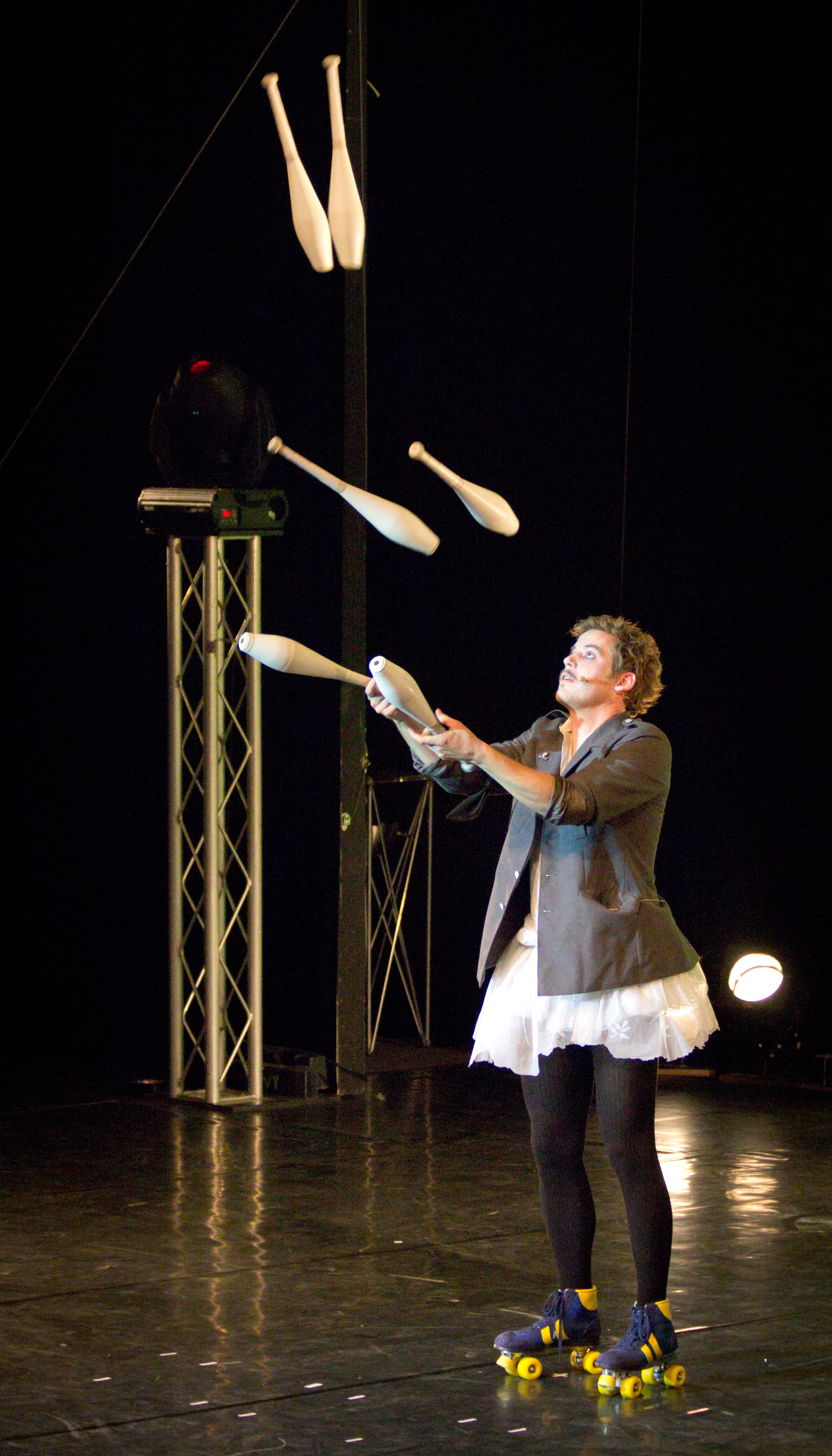 Berlin Juggling Convention 2013 Gala Show: Matthias Romir.