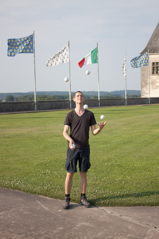 Luke and Juliane Summer Tour part 2 - Castles in the Loire Valley, Dune de Pyla and Condom: Amboise Chateau Royal. Juggling for a video project.