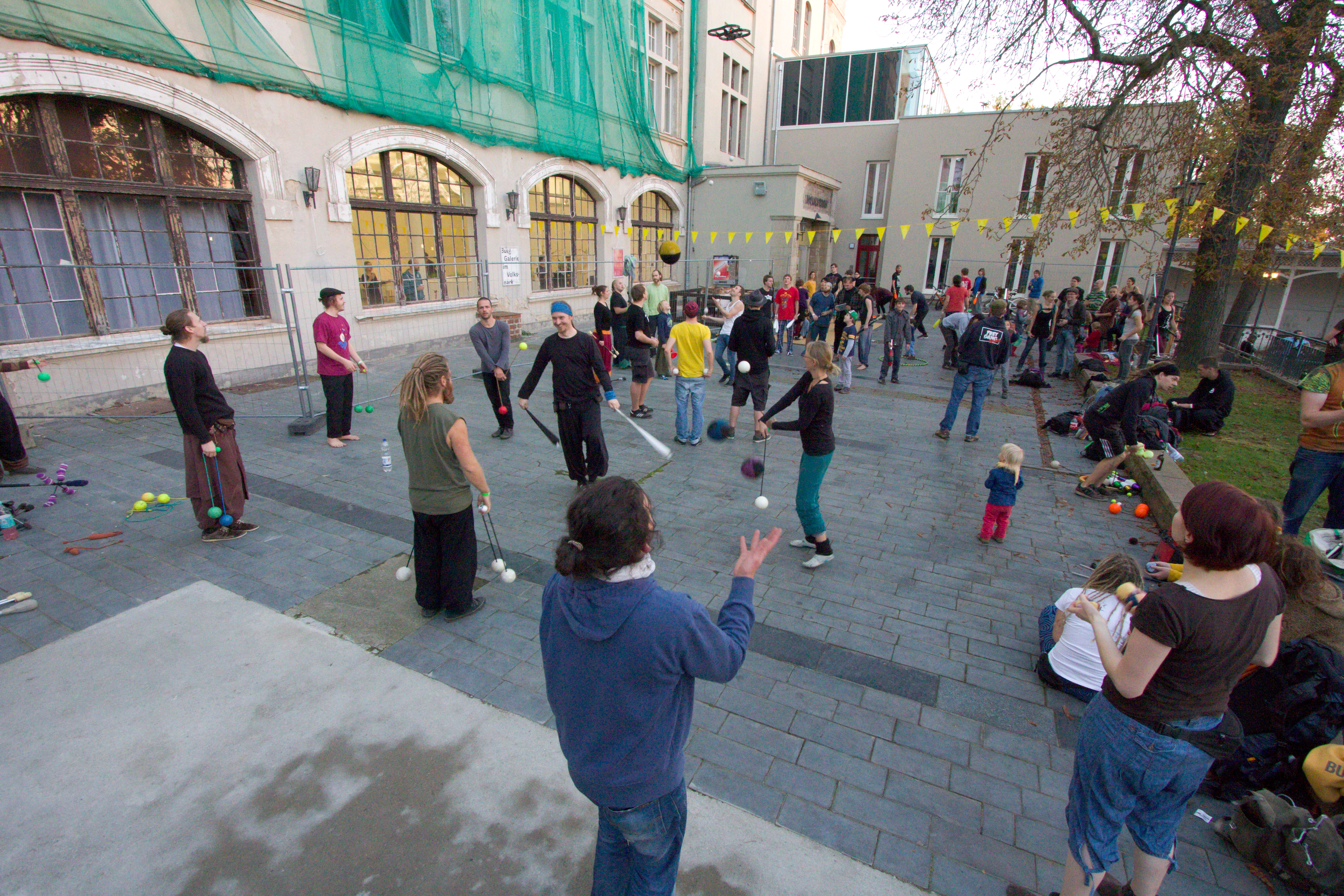 Halle Juggling Convention 2014: Outside fun.