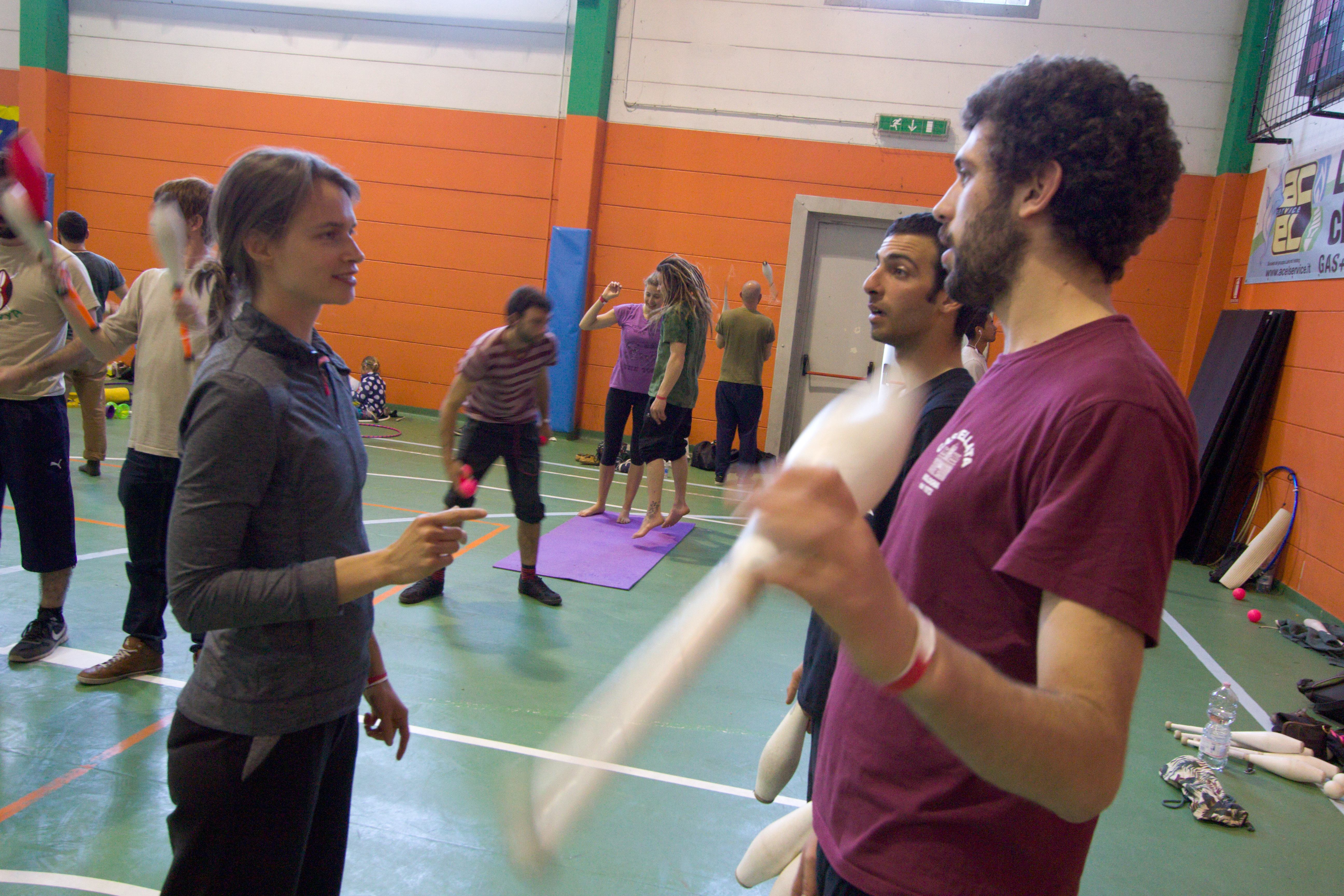 Brianza Juggling Convention 2016: Passing Workshop with Tine and Doreen.
