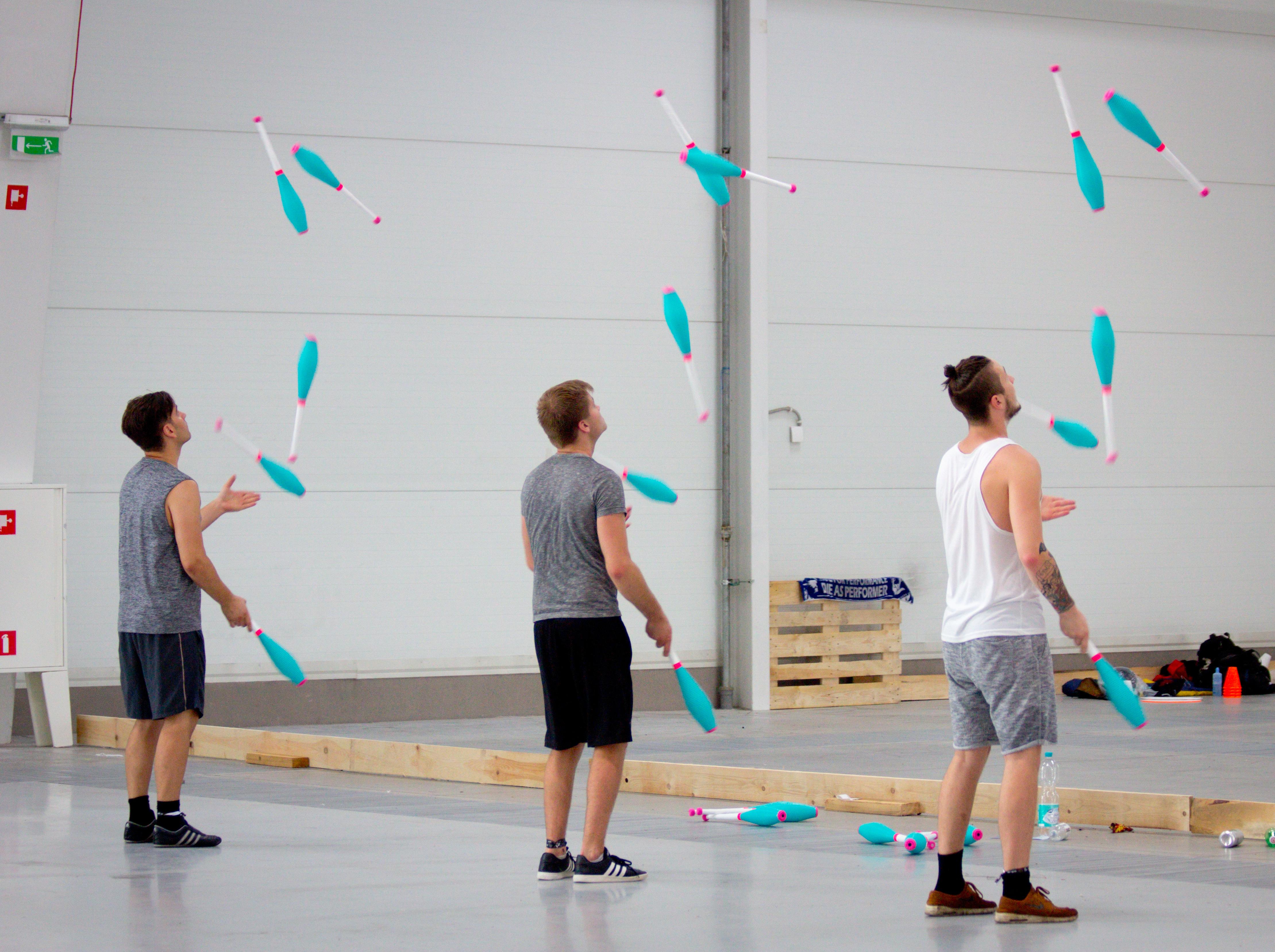 EJC 2017 Lublin Day 2: Main hall juggling.