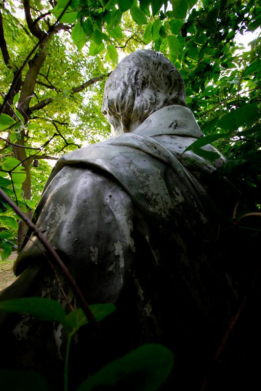 Statue: no description